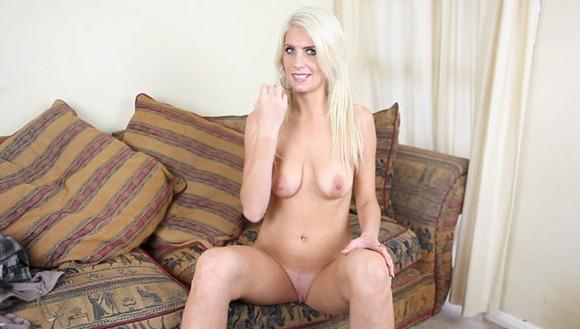 blonde-milf-posing-naked
